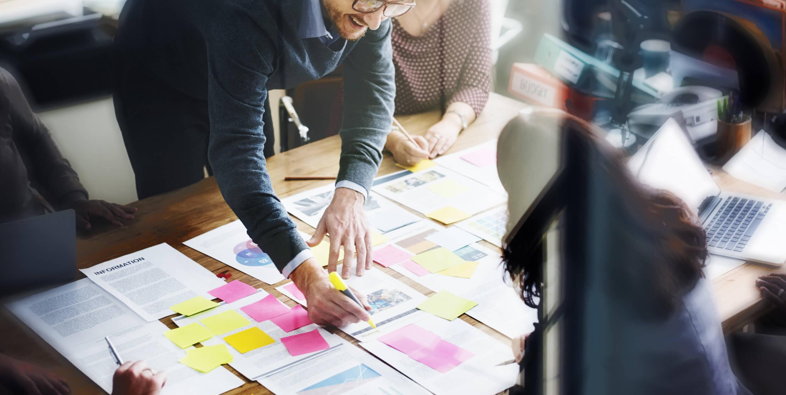 Strategisk planering på ett bord